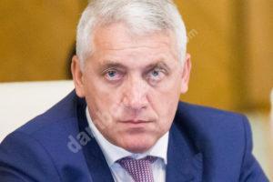 Read more about the article Adrian Țuțuianu încă plânge după faima de mult apusă și suferă după atenție