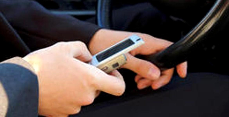 Un om îşi atinge telefonul, în medie, de 2.617 ori/zi. Vezi cât persistă virusul!