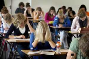 Primele teste de antrenament pentru examenele naționale, publicate de Ministerul Educației