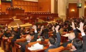122 de foşti parlamentari au dat în judecată Parlamentul solicitând repunerea în plată a pensiilor speciale