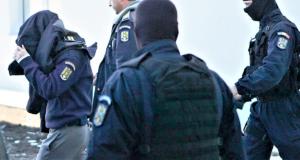 DÂMBOVIȚA: Polițiștii criminaliști au reținut persoane bănuite de lovire, violare de domiciliu și mărturii mincinoase