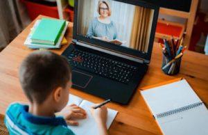 Incertitudinea legată de desfăşurarea şcolii a dus la creşterea cu circa 50% a vânzărilor de laptopuri, tablete şi camere web
