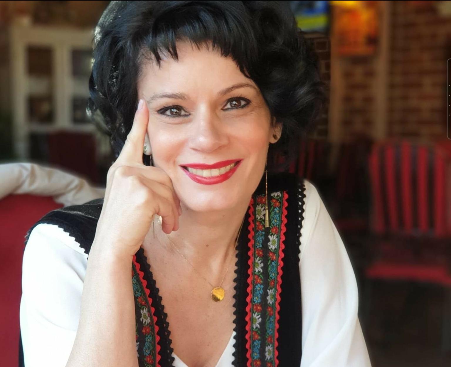 """Ana-Maria Gheorghe, profesor la Liceul Teoretic """"Petru Cercel"""" din Târgoviște, răspunde celor care au criticat-o pentru că a atenționat public elevii care pun filme xxx și manele în cadrul orelor online"""