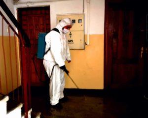 Până vineri vor fi dezinfectate toate scările de bloc din Târgovişte