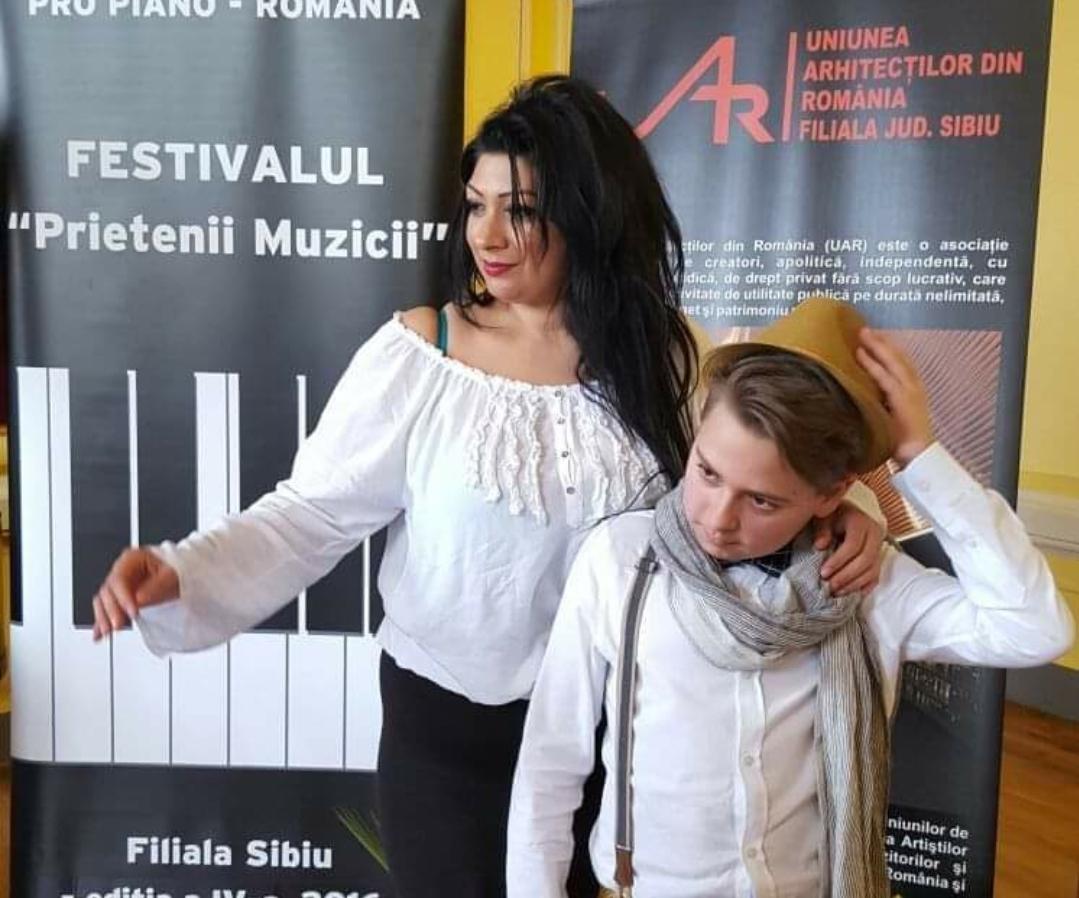 Târgoviște: Andreea vorbește despre provocările pe care le întâmpină profesorul de pian, în vreme de pandemie