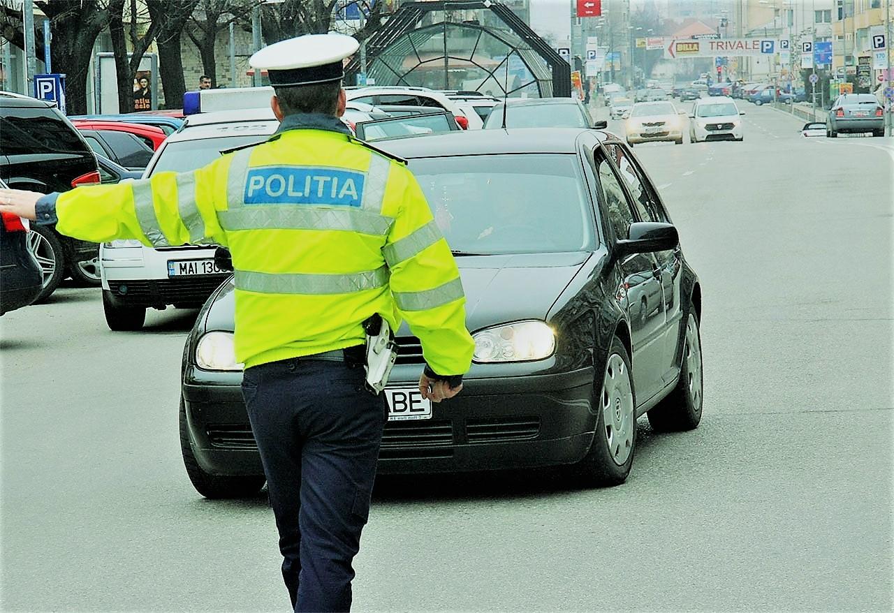 Dâmbovița: Depistați de polițiști în timp ce conduceau autoturisme, deși nu dețineau permise de conducere