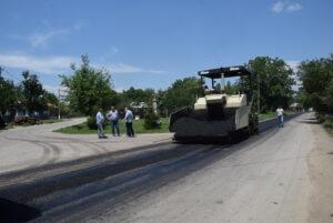 Lucrările de asfaltare întreprinse de CJD continuă pe DJ 721 și DJ 701