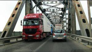 Sâmbătă, autoturismele care trec podul peste Dunăre, în sensul Giurgiu – Ruse, nu achită tariful