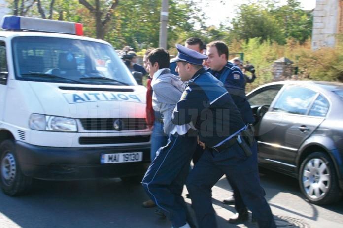 Mandate de executare a unor pedepse privative de libertate, puse în aplicare de polițiștii dâmbovițeni