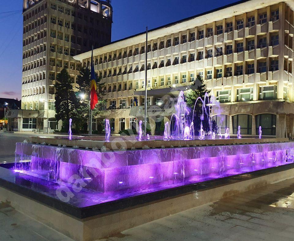 Jocuri de lumină și culoare: Noile fântâni arteziene din centrul orașului Târgoviște!