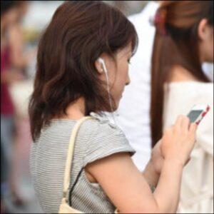 Japonia a interzis utilizarea telefoanelor mobile în timpul mersului