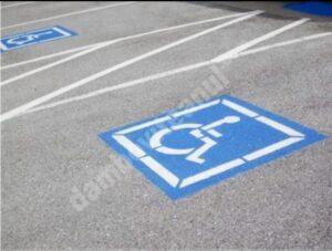 S-a modificat legea! De mâine, riști amendă de 10.000 de lei dacă parchezi pe loc rezervat persoanelor cu dizabilități