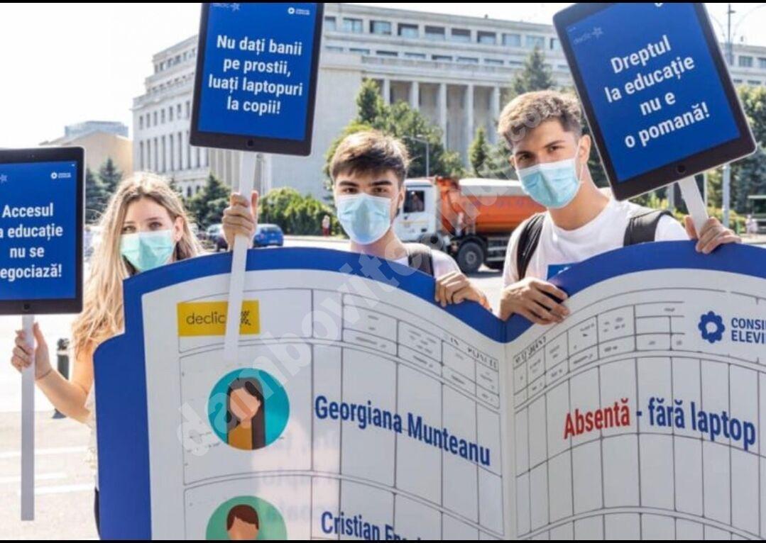 Elevii protestează în fața Guvernului și cer soluții pentru deschiderea anului școlar