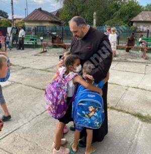 Mă declar vinovat: am fost îmbrățișat de un copil…
