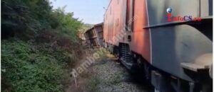 Caraș-Severin: 12 vagoane ale unui tren de marfă au deraiat în apropiere de localitatea Cornuțel. Unul dintre ele s-a răsturnat