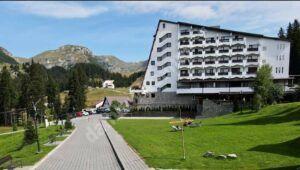 HOTELUL PEȘTERA DIN BUGEGI ÎMPLINEȘTE 97 DE ANI DE LA INAUGURAREA PRIMULUI SPAȚIU DE CAZARE ȘI ODIHNĂ!