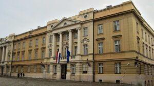 Un bărbat a deschis focul cu o mitralieră, în fața guvernului croat,  apoi s-a sinucis