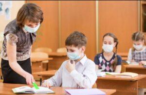 Ministrul Educaţiei spune că un elev care nu poartă mască riscă să aibă nota scăzută la purtare