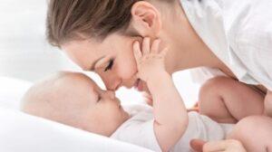 Read more about the article Mamele cu posibilităţi materiale reduse ar putea beneficia de tichete sociale de 2.000 de lei, în primele trei luni de la naştere