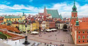 Persoanele care călătoresc în Polonia cu avionul sau autocarul trebuie să stea în carantină. Excepție fac cei care s-au vaccinat anti-COVID