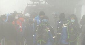 Sute de turiști se aflau, încă de la 7.30, la coadă la telegondola din Sinaia. După trei ore, pârtiile s-au închis