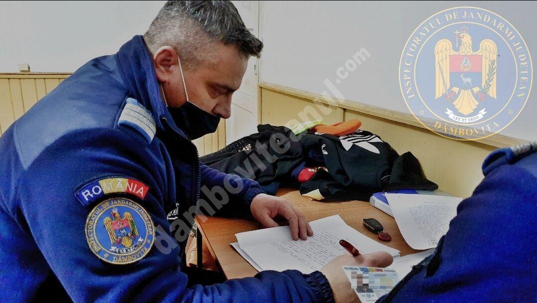 DÂMBOVIȚA: Mai multe produse cu denumirile unor mărci de renume, au fost confiscate de jandarmi