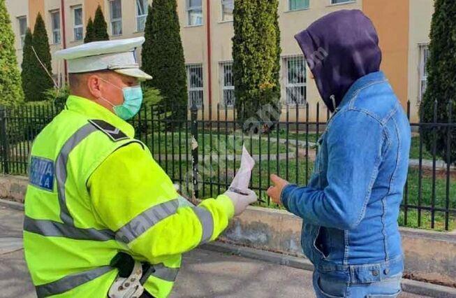 Peste 100 de sancțiuni au fost aplicate de polițiștii dâmbovițeni, în ultimele 24 de ore, pentru neportul măștii de protecție