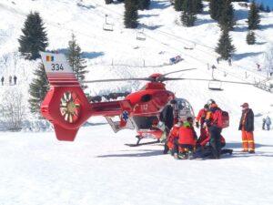 O fetiță a căzut din telescaun,  la Sinaia. Elicopterul SMURD o transportă la spitalul din Târgu Mureș