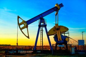 Prețul petrolului a atins cel mai înalt nivel din ultimul an