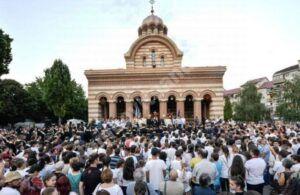 SONDAJ CURS, FEBRUARIE 2021: Biserica, în topul încrederii românilor!