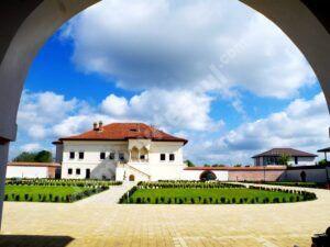 Posturi vacante, la Palatul Brâncovenesc de la Potlogi