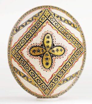Expoziţie de icoane încondeiate pe ouă de struț, la Muzeul Naţional al Țăranului Român