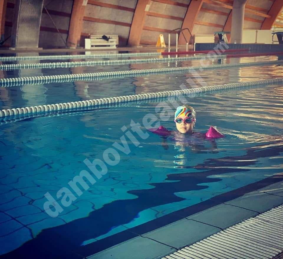 Bazinul de înot de la Găești s-a redeschis; se caută profesor de înot