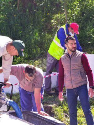 """""""Fântâna Păcii"""" din comuna Aninoasa a fost curățată și igienizată"""