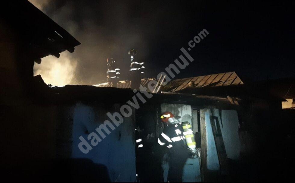 Panică într-un cartier din municipiul Târgoviște! O casă a luat foc!