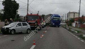 GĂEȘTI: Un autoturism a lovit violent un cap de pod! Conducătorul a fost rănit!
