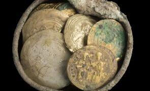Peste 200 de monede antice descoperite la Buftea de un deţinător de detector de metale