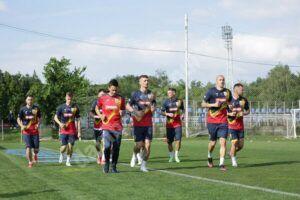 Trei fotbaliști dâmbovițeni, în lotul echipei naționale a României pentru meciurile amicale cu Georgia și Anglia