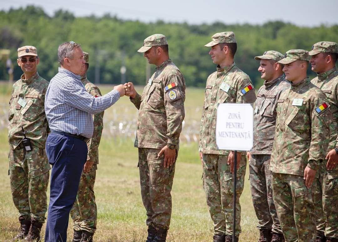 Ministrul Ciucă, prezent la exercițiile militare din seria DACIA 21 LIVEX