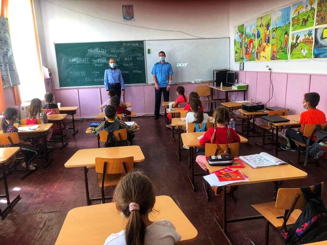 Jandarmeria Prahova continuă activitățile de prevenire a delincvenței juvenile în rândul elevilor