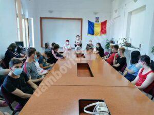Read more about the article Tinerii din sistemul de protecție socială din Târgoviște au fost consiliați, astăzi, în vederea angajării