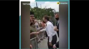 Președintele Macron a fost pălmuit, în timpul unei vizite electorale