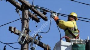 Atenție la conductorii electrici căzuți pe carosabil, la Văcărești – Dâmbovița!