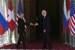 Putin și Biden și-au dat mâna înainte de a intra la discuții