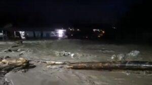Read more about the article Trafic întrerupt în Bușteni din cauza inundațiilor