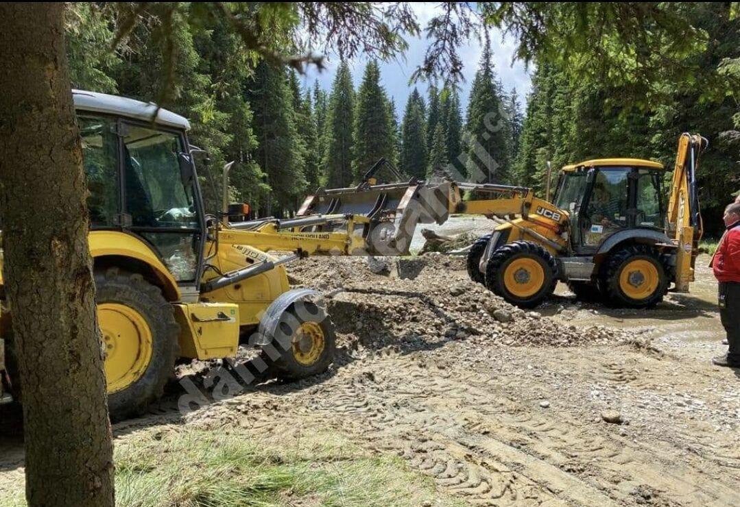 You are currently viewing Drumul distrus de viitura din zona Cheile Tătarului, în atenția conducerii Consiliului Județean Dâmbovița