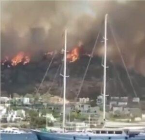 Read more about the article Sudul Turciei este mistuit de incendii. Turiștii din zona Bodrum sunt evacuați