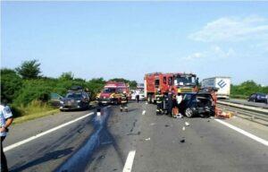Read more about the article Trafic deviat pe A1. Două persoane au decedat, iar alte patru au fost rănite într-un accident produs între două mașini și o autoutilitară