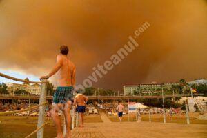 Read more about the article Haos în rândul turiștilor din stațiunile din Turcia, din cauza incendiilor violente
